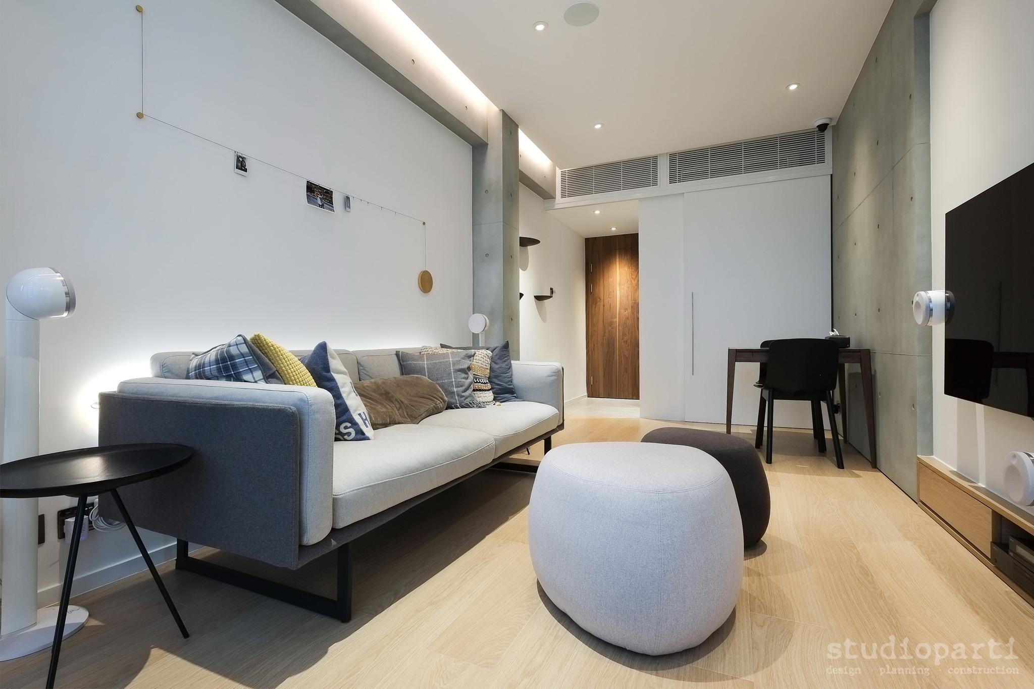 地板用上淺色橡木,為居室注入點點溫暖感。